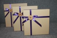 Коробка бежево-фиолетовая с пуговицей