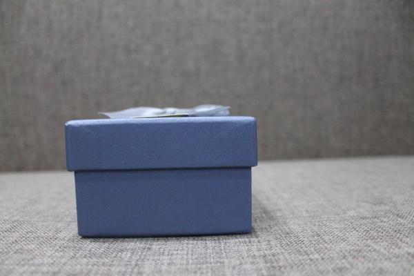 Коробка серая с бантом