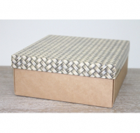 Подарочная коробка 250*250*80 мм, с крафт дном, узор