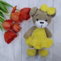 """Вязанная игрушка ручной работы """"Мишка в платье"""", желтый"""