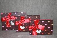 Коробка красно-коричневая сердечки с банктиком